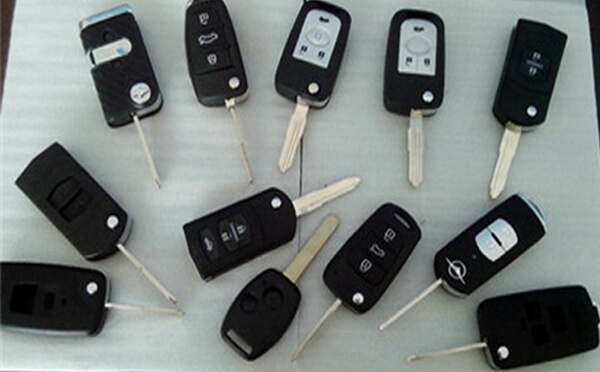 汽车钥匙丢了怎么配多少钱?