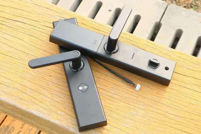 指纹锁怎么换密码?指纹锁没电了怎么换电池?